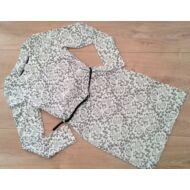 Alkalmi ruha csipke hatású szürke-drapp (140-164)